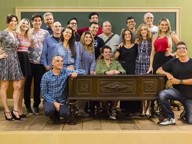 Grande elenco reunido durante as gravações da nova