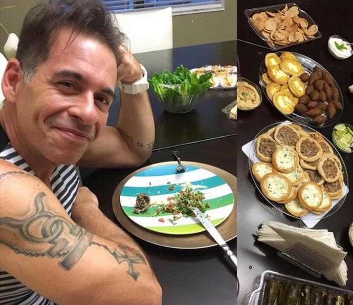 Leandro Hassum mostra mesa com quitutes que ganhou em uma viagem (Foto: Arquivo Pessoal)