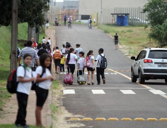 Estudantes em Londrina,Graças a cidadãos voluntários,a prefeitura comprou uniformes escolares (Foto: Gilberto Abelha / Agência de Notícias Gazeta do Povo)