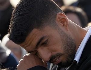 BLOG: Nacional leva Suárez às lágrimas com homenagens a ele e mimo para o filho