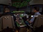 Simulador mostra o funcionamento da cabine de comando do voo 370