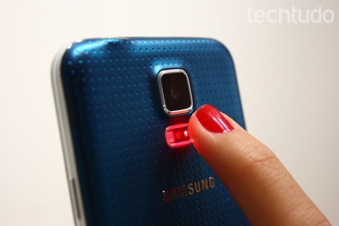 Câmera e sensor do Galaxy S5 (Foto: Allan Melo/ TechTudo)