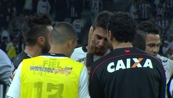 Zagueiro Pedro Henrique do Corinthians sai chorando após erro de recuo para Cássio
