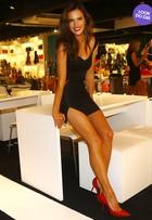 Look do dia: Alessandra Ambrósio usa conjuntinho preto arrasador