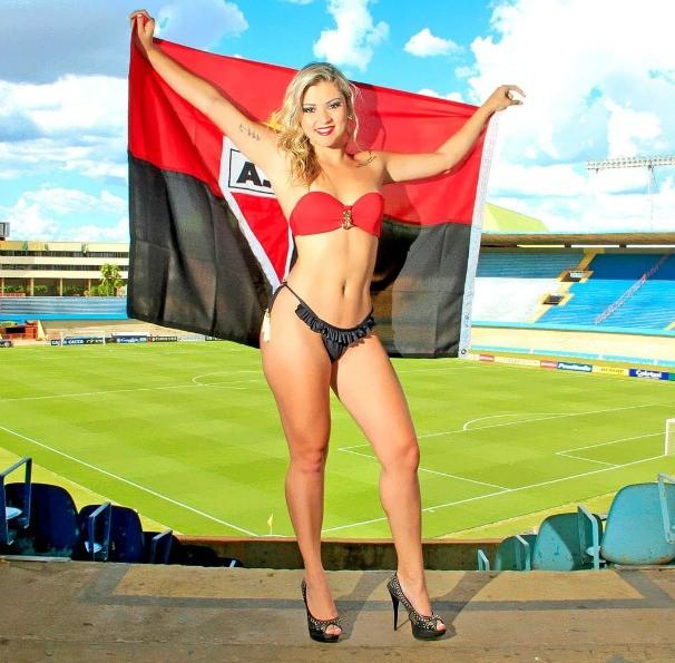 Vanessa Lorraine, candidata a Musa do Goianão 2015 pelo Atlético. (Foto: Divulgação / Camila Fontanive)