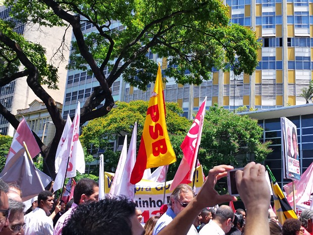 Bandeira do PSB pode ser vista durante evento de campanha de Dilma (Foto: Raquel Freitas/G1)