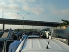 Arrastão assusta motoristas na Linha Vermelha, no Rio, nesta terça-feira