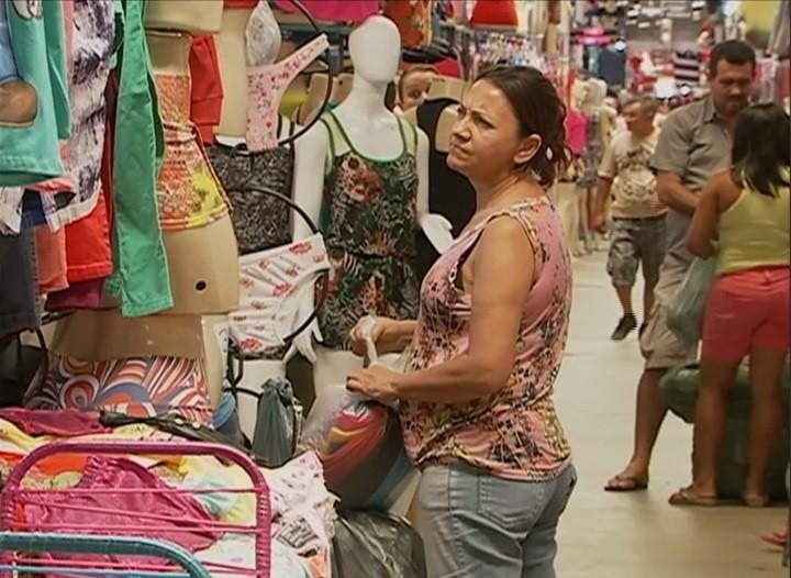 Comprador no Moda Center Santa Cruz (Foto: Reprodução/ TV Asa Branca)