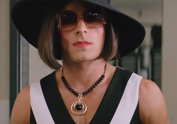 """Zac Efron em cenas do novo filme """"Baywatch"""" (Foto: Reprodução/Youtube)"""