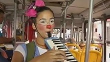 Alegria e orientação a passageiros de ônibus em Belém (Reprodução/ TV liberal)
