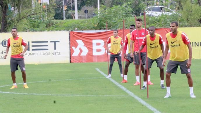 Argel comanda treino para defesa do Inter (Foto: Tomás Hammes)