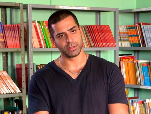 Gustavo Henrique: professor é adorado na Escola Estadual Machado de Assis, no Rio de Janeiro (Foto: Reprodução de TV)
