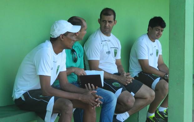Rodrigo posso é auxiliar técnico e olheiro no time do Trio Futebol. (Foto: Kaleo Martins / Globoesporte.com)