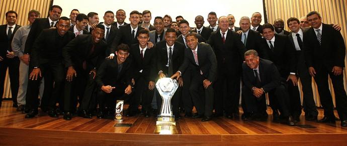Elenco do Fluminense comemora o título da Primeira Liga (Foto: Nelson Perez/Fluminense FC.)