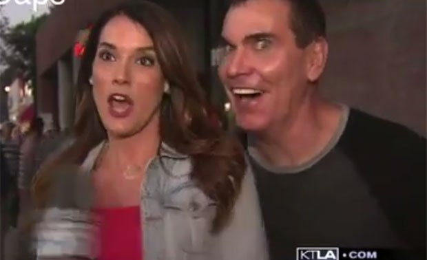Christina Pascucci levou susto ao recever 'xaveco deselegante' durante transmissão ao vivo nos EUA (Foto: Reprodução/YouTube/HDTVCaps)