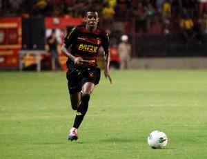 Moacir, lateral do Sport (Foto: Wágner Damásio/ Divulgação Sport)