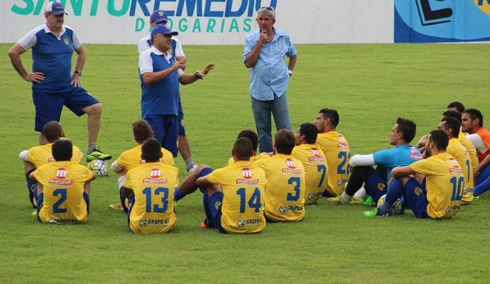 Benazzi teve nesta segunda seu primeiro contato com os jogadores (Foto: Marcos Dantas)