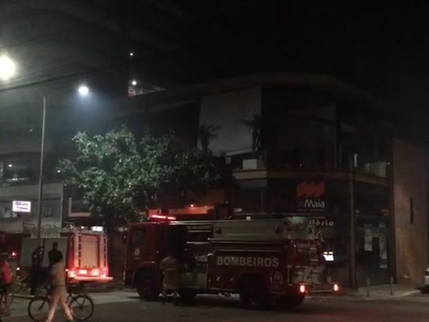 Princípio de incêndio foi na noite desta sexta-feira em Cabo Frio (Foto: Leopoldo Nogueira/Inter TV)