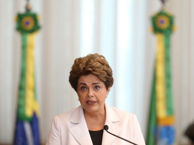Dilma faz a leitura de carta a nação no Palácio da Alvorada, em Brasília (Foto: Dida Sampaio/Estadão Conteúdo)