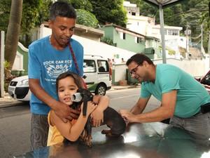 Vacinação antirrábica em pets de Santos; Cães e gatos são vacinados contra a raiva