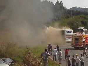 Fumaça se espalhou na rodovia. (Foto: Oeste Capital FM/Divulgação)