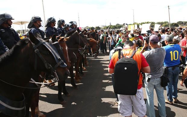 segurança estádio Mané Garrincha manifestação (Foto: Getty Images)