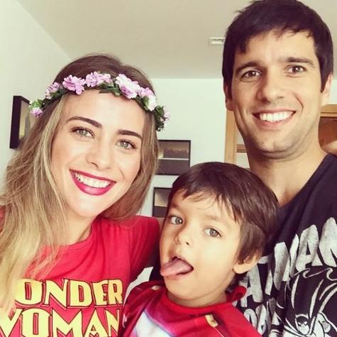 Juliana Silveira com o filho, Bento, e o marido, João Vergara (Foto: Reprodução)