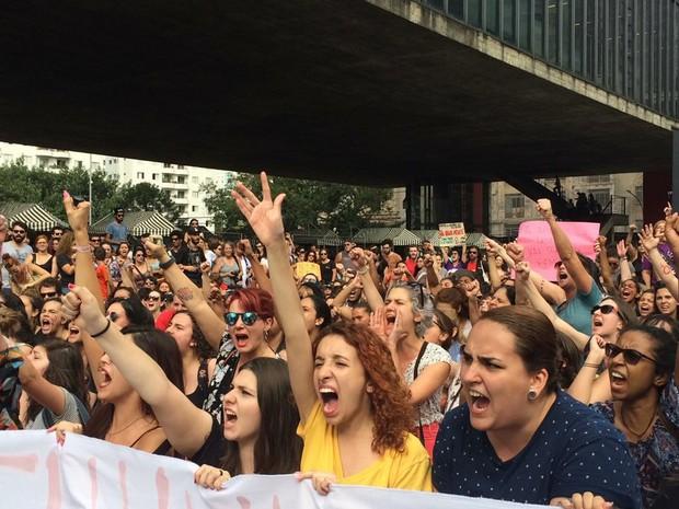 Mulheres protestam contra o feminicídio (Foto: Lívia Machado/G1)