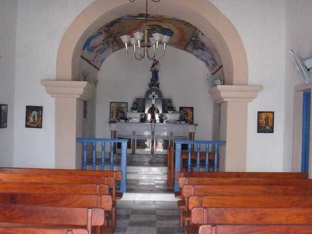 Parte interna da Igreja de Nossa Senhora de Guadalupe, na Ilha dos Frades. (Foto: Maiana Belo/G1 BA)