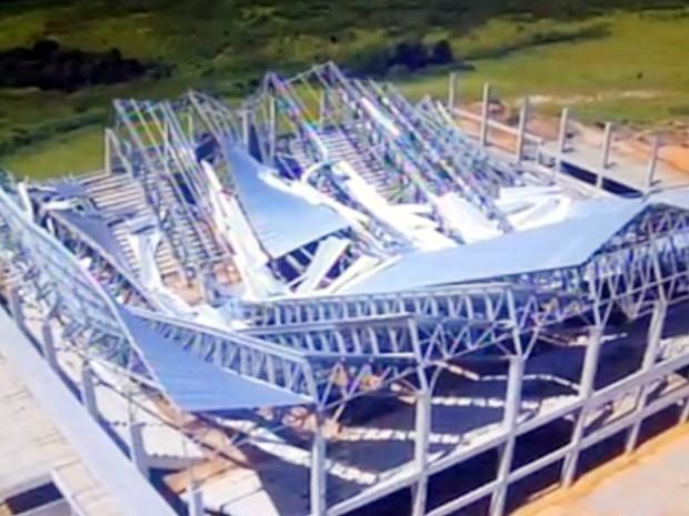 g1 imagem aérea mostra colapso total da cobertura de arena em