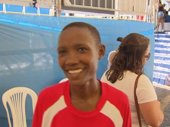 Sarah Makera, das Tanzânia, venceu na categoria feminina (Foto: Reprodução/TV Globo)
