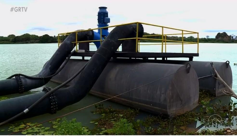 Flutuantes estão parados há quatro meses  (Foto: Reprodução/ TV Grande Rio)