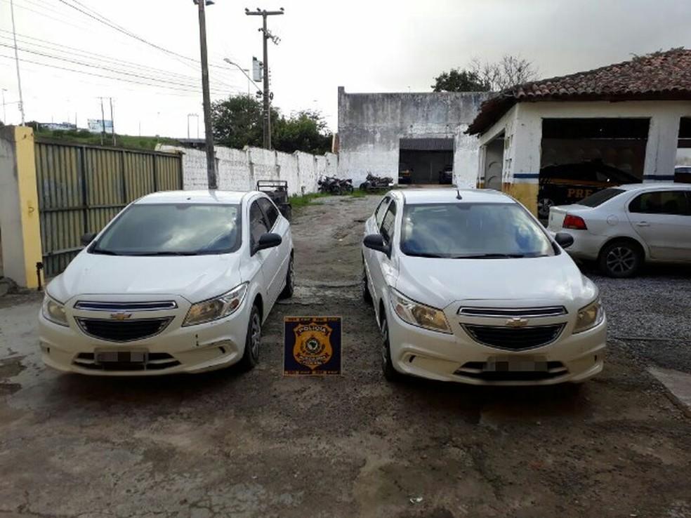 Carro adulterado foi encontrado no estacionamento da UPA (Foto: Divulgação/PRF)