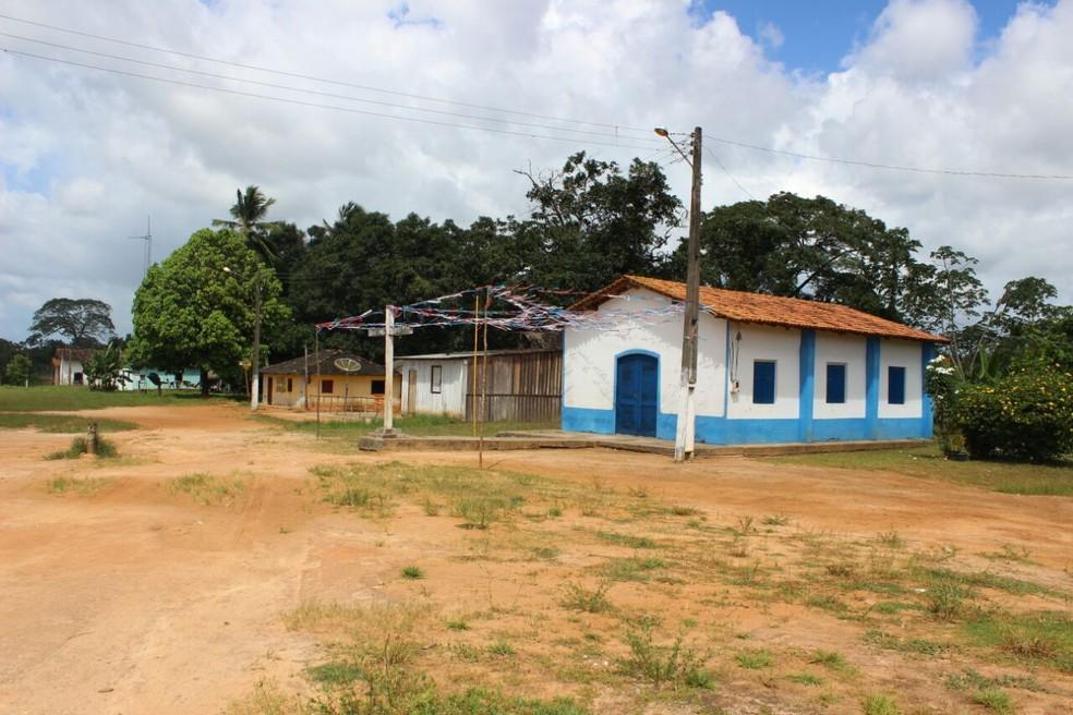 Comunidade de João grande tem uma igrejinha onde acontecem as rezas. (Foto: Thais Rezende/ G1)