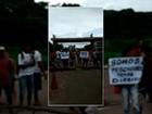 Moradores de Barcarena protestam em frente ao porto da CDP