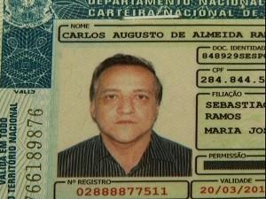 Cachoeira tem carteira de habilitação apreendida após blitz, em GO (Foto: Reprodução/ TV Anhanguera)