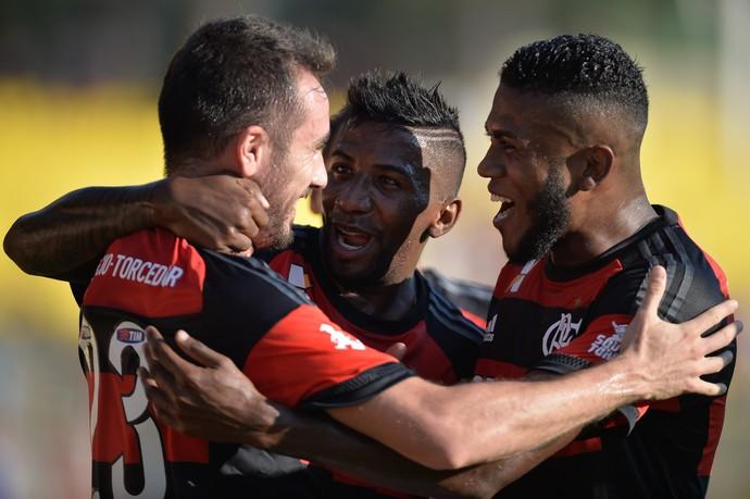 Mancuello, do Flamengo, comemora após marcar gol em partida contra o Boavista, válida pela Taça Guanabara, no Estádio Raulino de Oliveira, em Volta Redonda, neste sábado. (Foto: PEDRO MARTINS/AGIF/ESTADÃO CONTEÚDO)