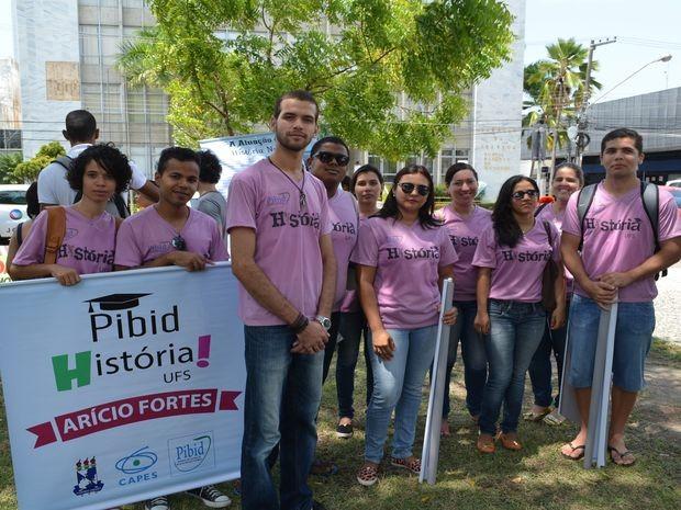 Alunos do curso de História destacam a importância do Pibid  (Foto: Marina Fontenele/G1)