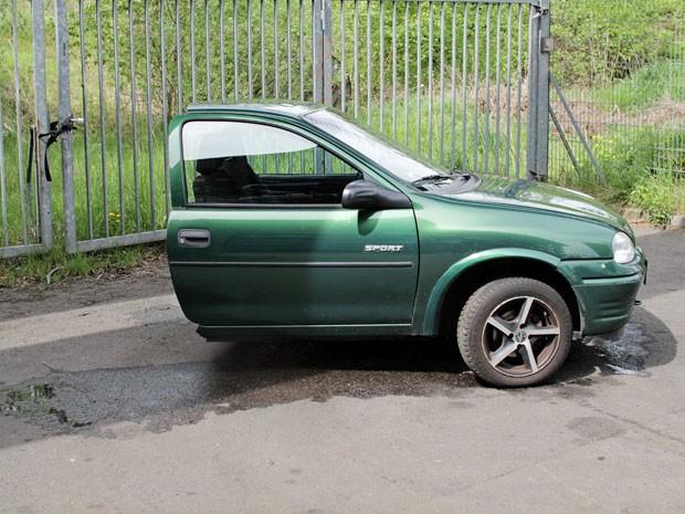 Corsa foi cortado em dois por homem em 'divisão de bens' após 12 anos de namoro (Foto: Reprodução/Ebay)
