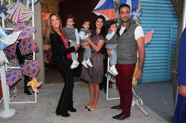 Ticiane Pinheiro e Isabella Fiorentino com a família no aniversário de Arthur, filho de Eliana (Foto: Manuela Scarpa e Marcos Ribas / Foto Rio News)