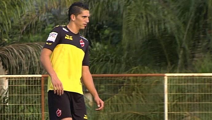 Francesco, volante do Vila Nova (Foto: Reprodução/TV Anhanguera)