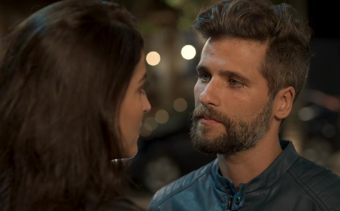Mario fica sem palavras ao ouvir que Carol está apaixonada (Foto: TV Globo)