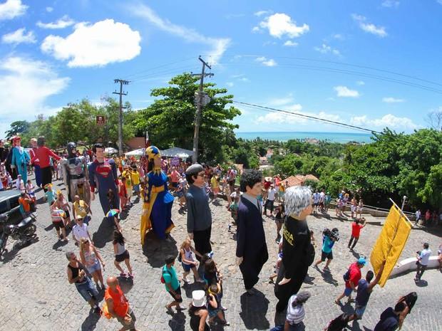 Vista do Alto da Sé delicia foliões na saída do desfile dos bonecos gigantes (Foto: Aldo Carneiro / Pernambuco Press)