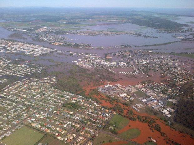 Imagem aérea mostra inundação nesta terça-feira (29) na cidade australiana de Bundaberg, Queensland (Foto: AFP)