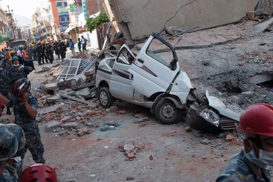 Tremor de 7,3 graus atinge o Nepal três semanas após o maior terremoto do país nos últimos 80 anos deixar 8 mil mortos (Foto: (AP Photo/Ranup Shrestha))