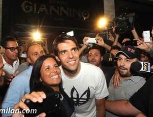 chegada Kaká milan (Foto: Reprodução / Site Oficial do Milan)