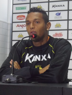 Gilson lateral-esquerdo Criciúma (Foto: João Lucas Cardoso)