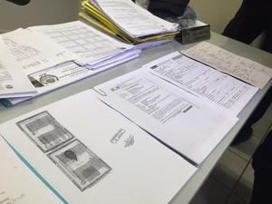 Documentação apreendida pela Polícia Civil (Foto: Graziela Rezende/G1 MS)