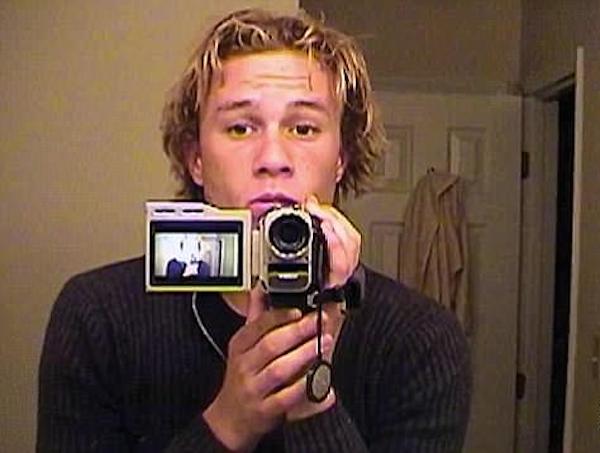O ator Heath Ledger em cena de documentário sobre sua vida (Foto: Reprodução)