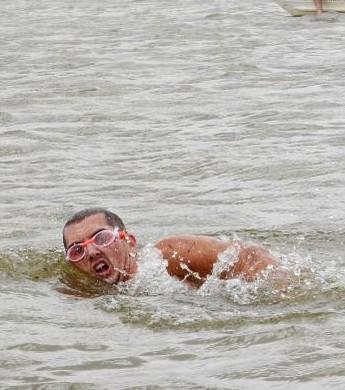 Flávio Monteiro é o grande vencedor da Travessia do Rio Branco (Foto: Marcos Lima/Semuc)